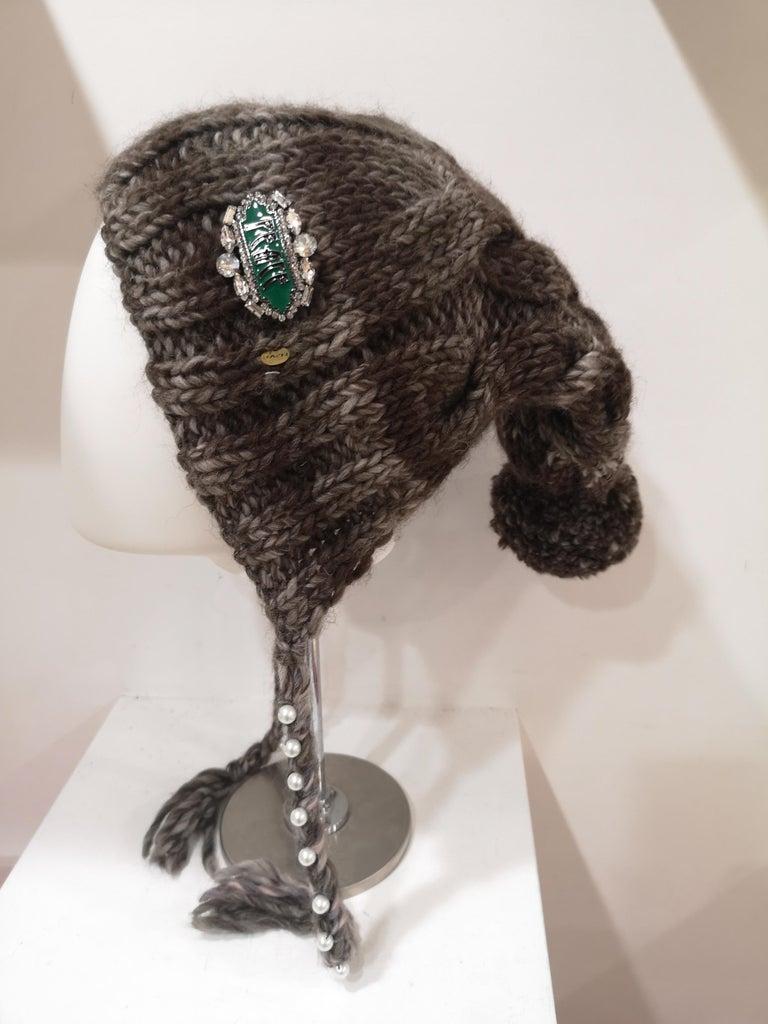 Gray Brown grey wool peace brooch hat For Sale