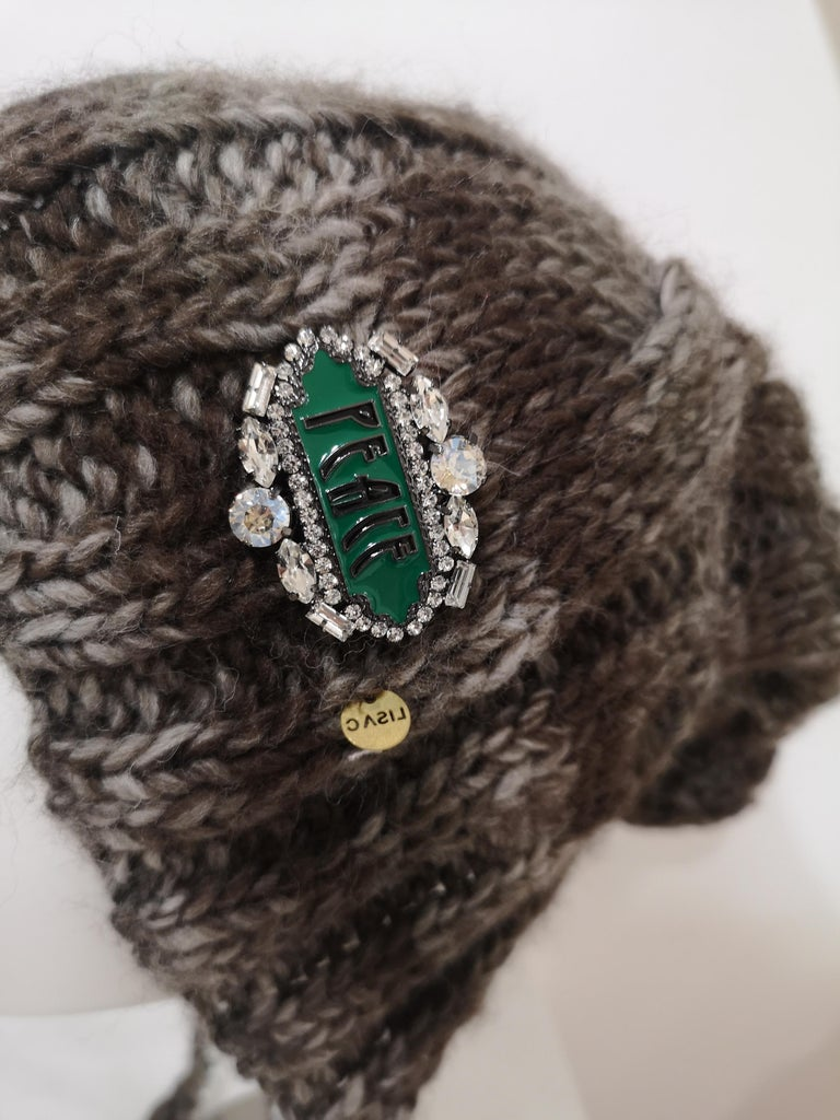 Women's or Men's Brown grey wool peace brooch hat For Sale
