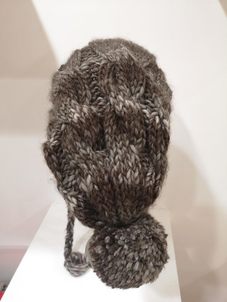 Brown grey wool peace brooch hat For Sale 1