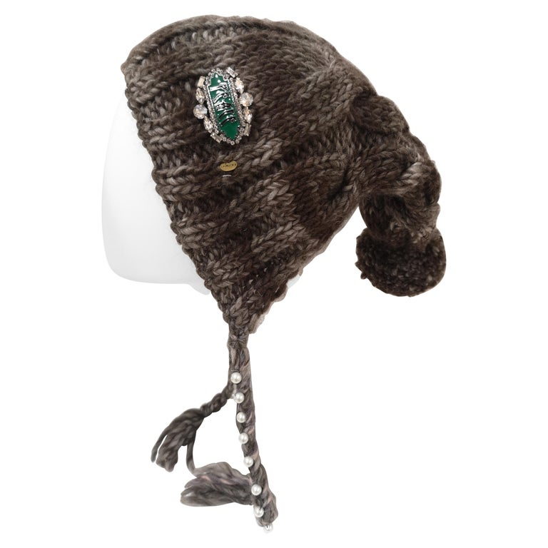 Brown grey wool peace brooch hat For Sale