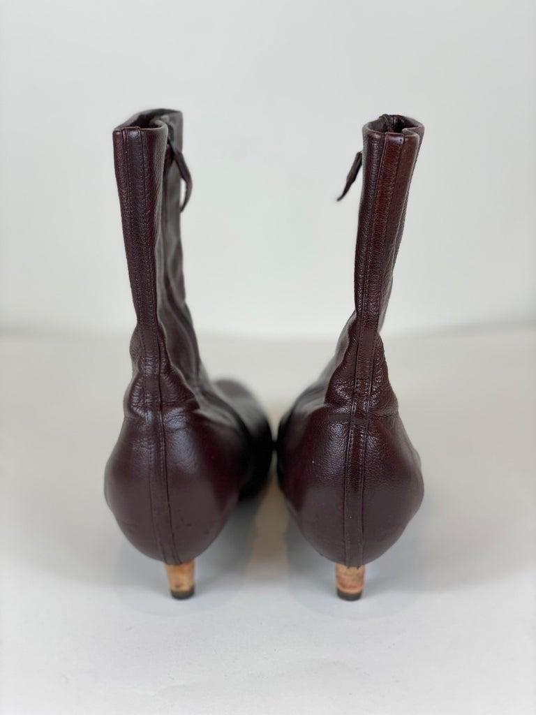 Brown Kitten Heel Bootie Size 8 In Good Condition For Sale In Bridgehampton, NY