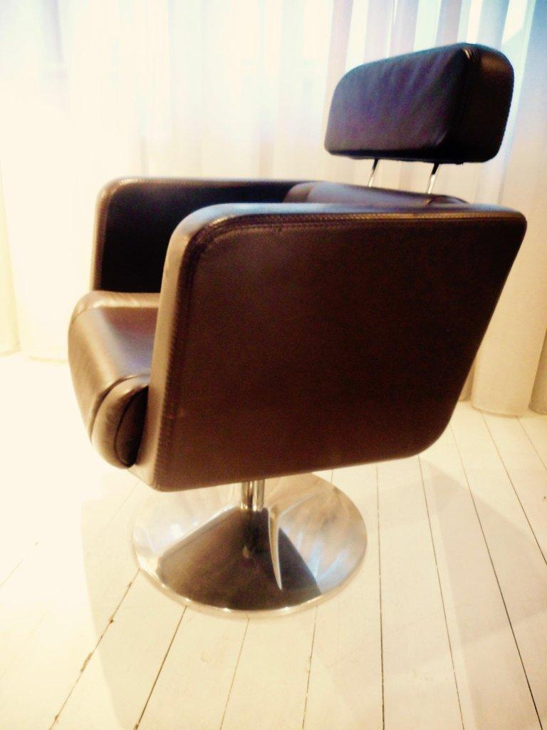 Brown Leather Exclusive Swivel Desk Chair by Paolo Fancelli In Good Condition For Sale In Brussels, BE