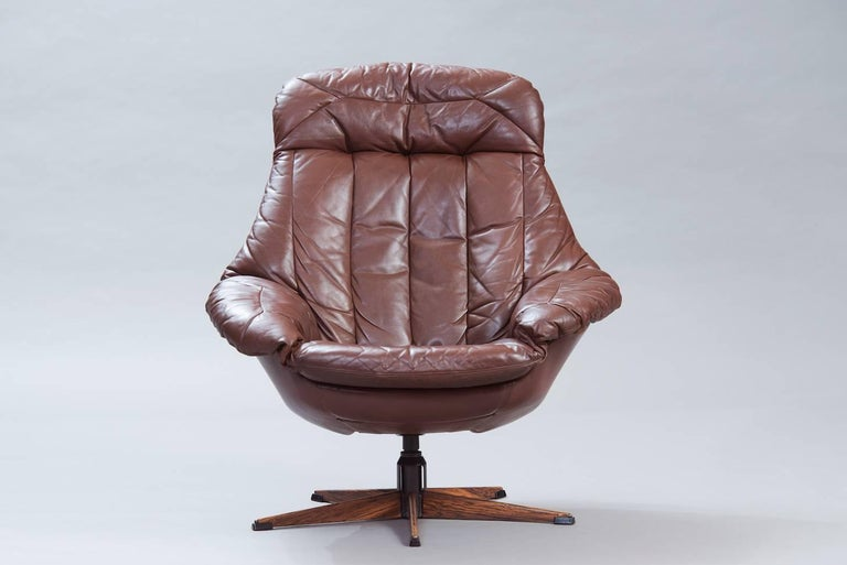 "Swivel lounge chair ""Silhouette"" model in brown leather."
