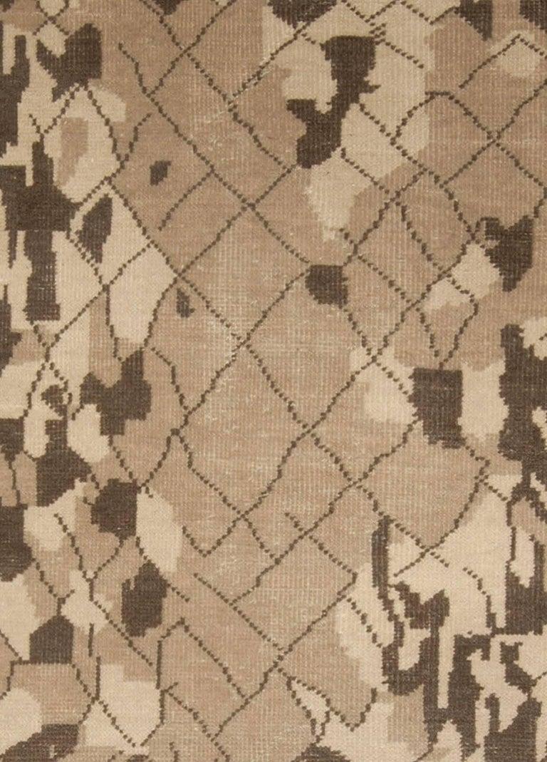 Brown Miraje design rug Size: 9'0