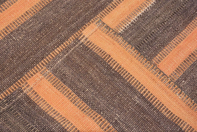 Hand-Woven Brown Modern Persian Flat Weave Rug. Size: 6 ft 9 in x 7 ft For Sale