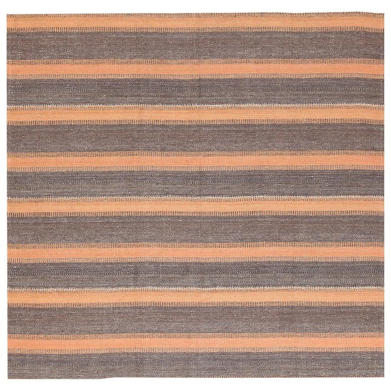 Brown Modern Persian Flat Weave Rug. Size: 6 ft 9 in x 7 ft For Sale
