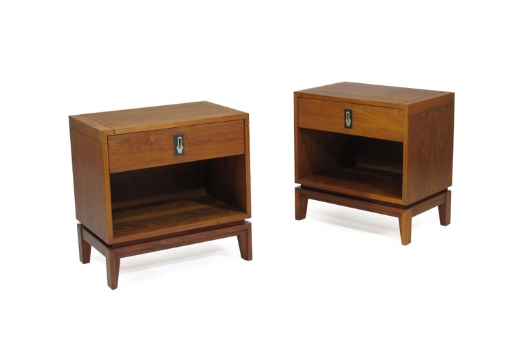 Brown Saltman Walnut Nightstands In Excellent Condition For Sale In Berkeley, CA