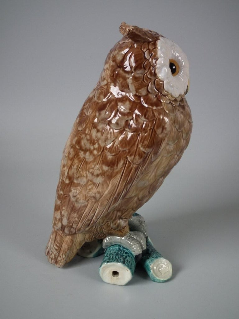 Brown Westhead Moore Majolica Owl Figure In Good Condition For Sale In Chelmsford, Essex