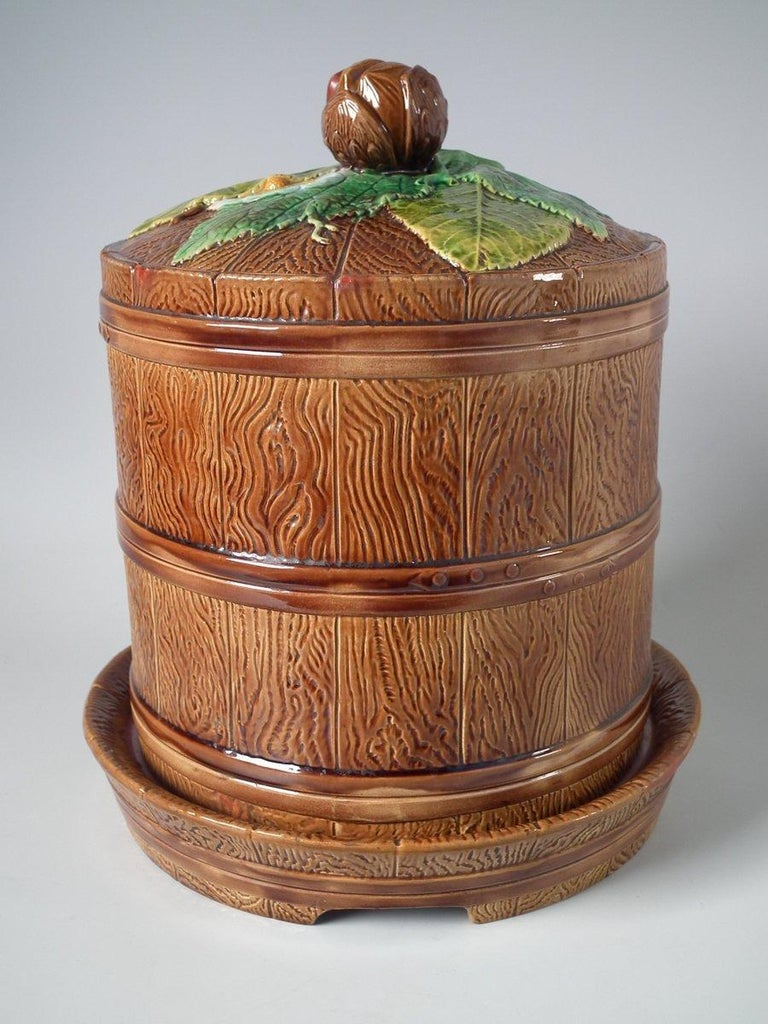 Brownfield Majolica Chestnut Cheese Dome & Stand For Sale 1