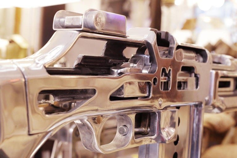 Browning Double Size Rifle Sculpture All Chromed In Excellent Condition For Sale In Paris, FR