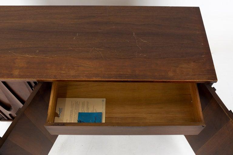 Broyhill Brasilia II Mid Century Plinth Base Sideboard Credenza Buffet and Hutch For Sale 11
