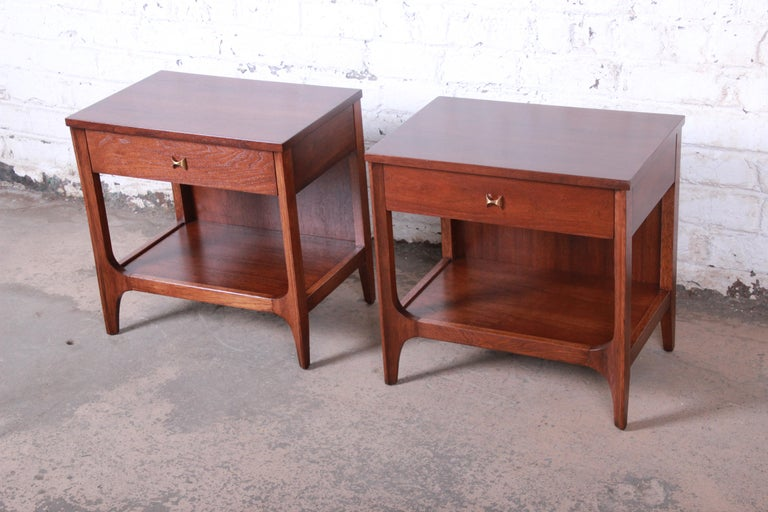 Broyhill Brasilia Mid-Century Modern Sculpted Walnut Nightstands, Newly Restored In Good Condition For Sale In South Bend, IN