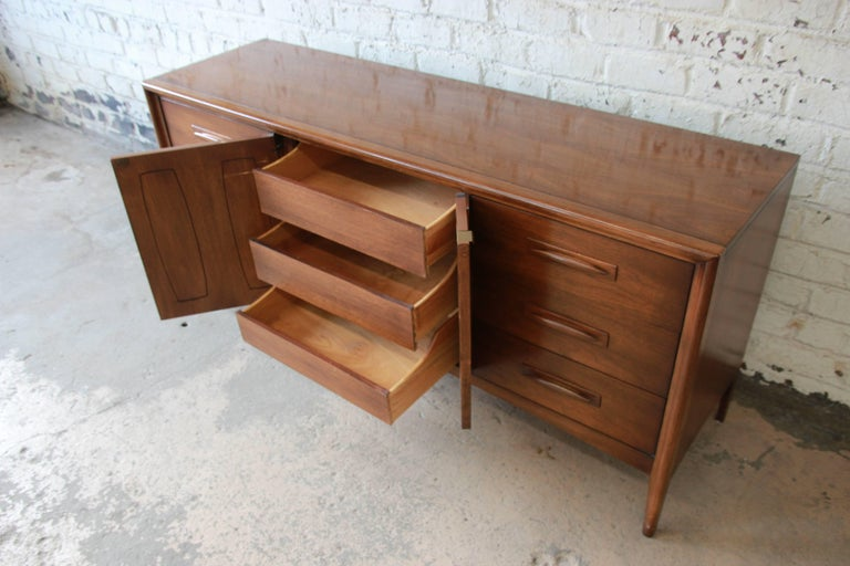 Broyhill Emphasis Mid-Century Modern Sculpted Walnut Credenza or Triple Dresser For Sale 4