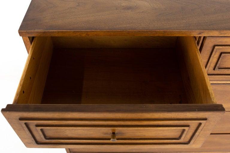 Broyhill Sculptra Brutalist Mid Century Walnut 5 Drawer Highboy Dresser For Sale 4