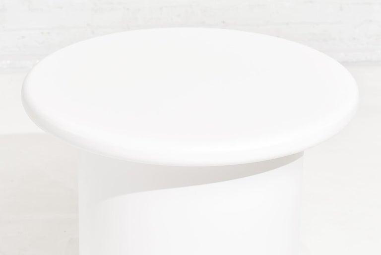 Brueton White Lacquer End Tables, circa 1970 In Good Condition For Sale In Chicago, IL
