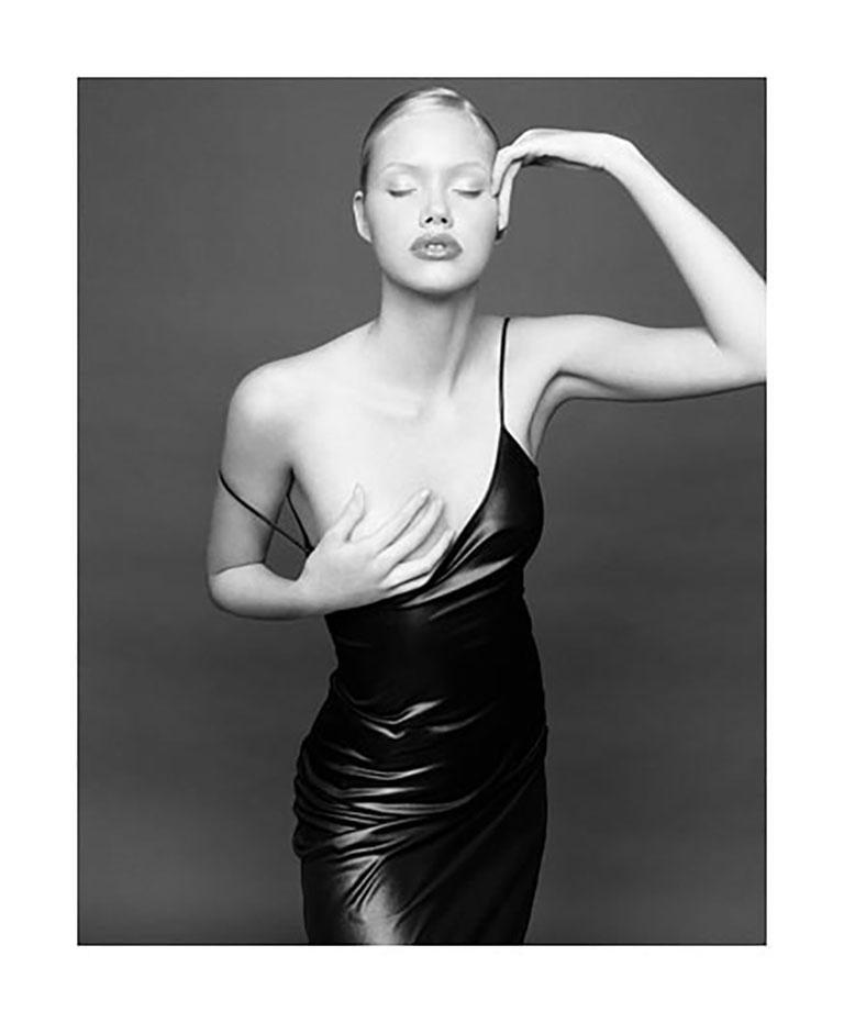 Exposure, Minna, Milan - Black Nude Photograph by Bruno Bisang
