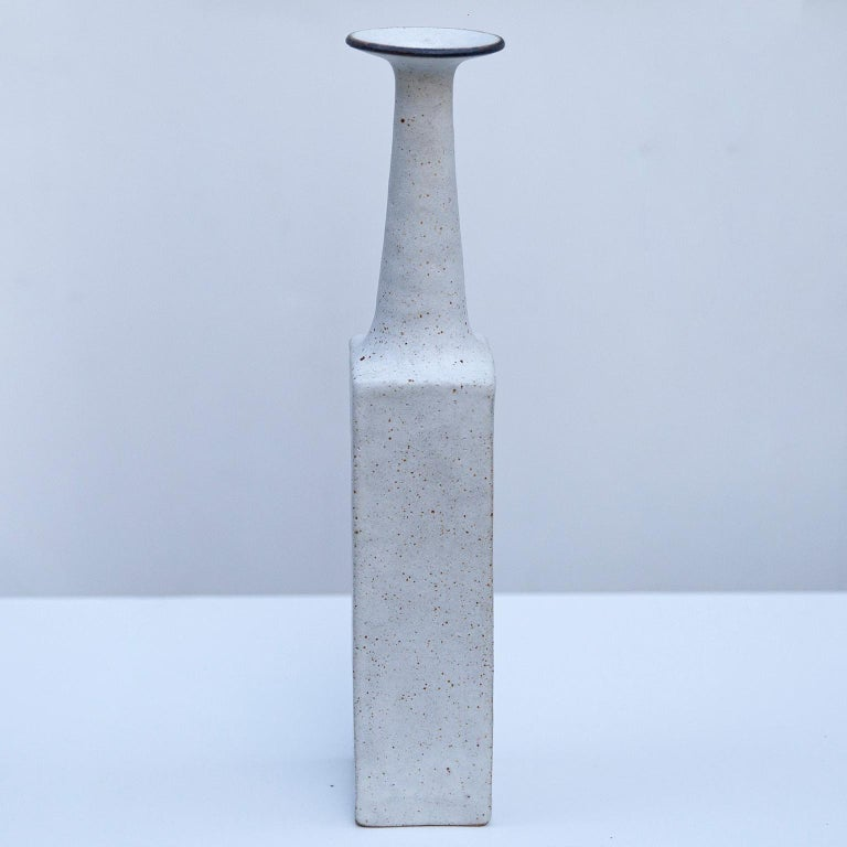 Bruno Gambone Huge Greige Art Pottery Vase, 1980s In Excellent Condition For Sale In Munich, DE