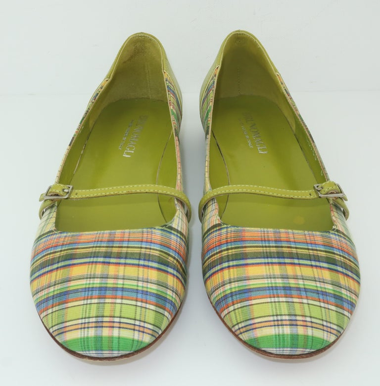 Bruno Magli Plaid Fabric & Green Leather Mary Jane Shoes Sz 6 B In Good Condition For Sale In Atlanta, GA