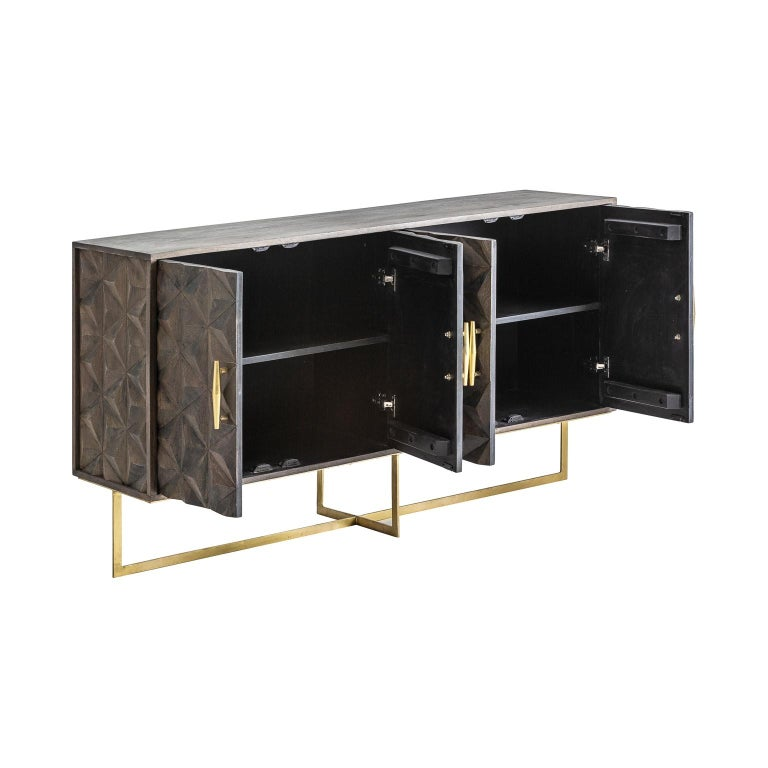 Brutalist style sideboard: An eyecatcher with geometrical and harmonious lines, composed of 4 graphic door panels adorned with gilded and airy metal feet opening on shelves. Patina and midcentury design in new condition!