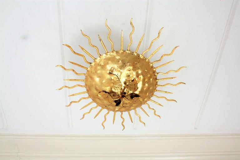 Brutalist Hand-Hammered Gold Gilt Iron Sunburst Light Fixture with Flower Detail In Excellent Condition For Sale In Barcelona, ES