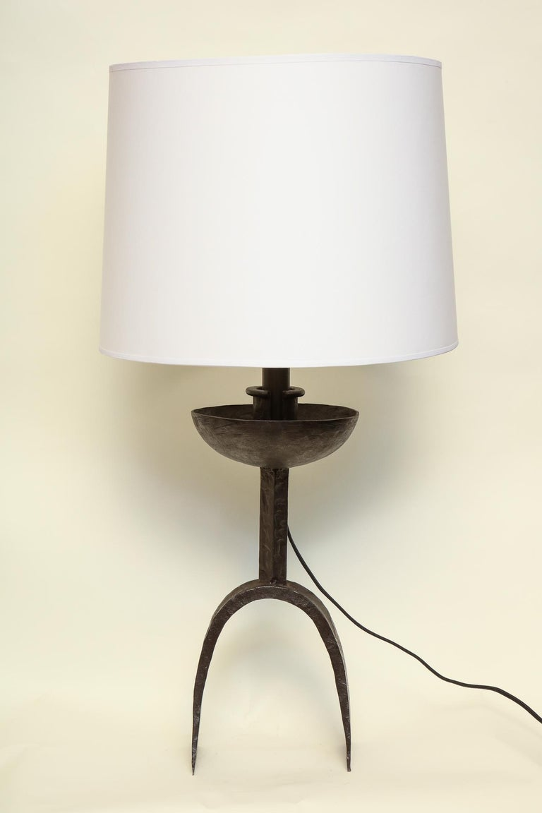 A Brutalist table lamp handcrafted wrought iron Mid-Century Modern, Italy, 1960s. New sockets and rewired shade not included.