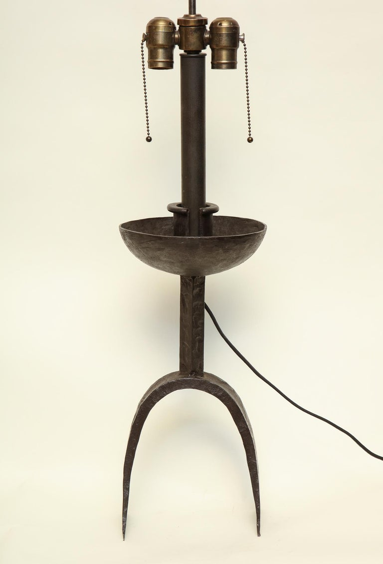 Italian Brutalist Table Lamp Handwrought Iron Mid-Century Modern, Italy, 1960s For Sale