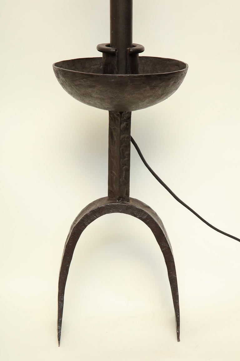 Hand-Crafted Brutalist Table Lamp Hand Wrought Iron Mid-Century Modern, Italy, 1960s For Sale