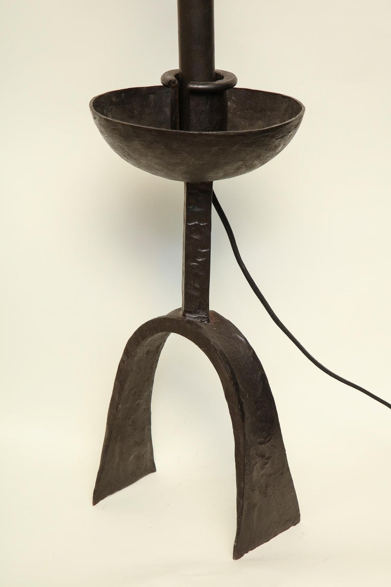Mid-20th Century Brutalist Table Lamp Hand Wrought Iron Mid-Century Modern, Italy, 1960s For Sale
