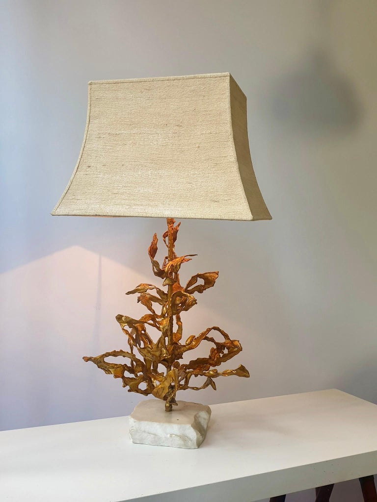 Stunning handmade table lamp signed by Paul Moerenhout.   He was a midcentury artist and designer and manufactured brass/bronze table lamps, mostly natural designs, in a beautiful way.    This brutalist sculptural lamp is no exception.   Great