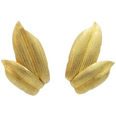 Buccellati 18 Karat Yellow Gold Leaf Design Clip-On Earring