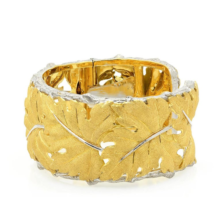 Modern Buccellati 18k Gold Textured Leaf Cuff Bracelet For Sale