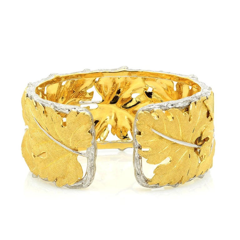 Buccellati 18k Gold Textured Leaf Cuff Bracelet In Excellent Condition For Sale In Dallas, TX