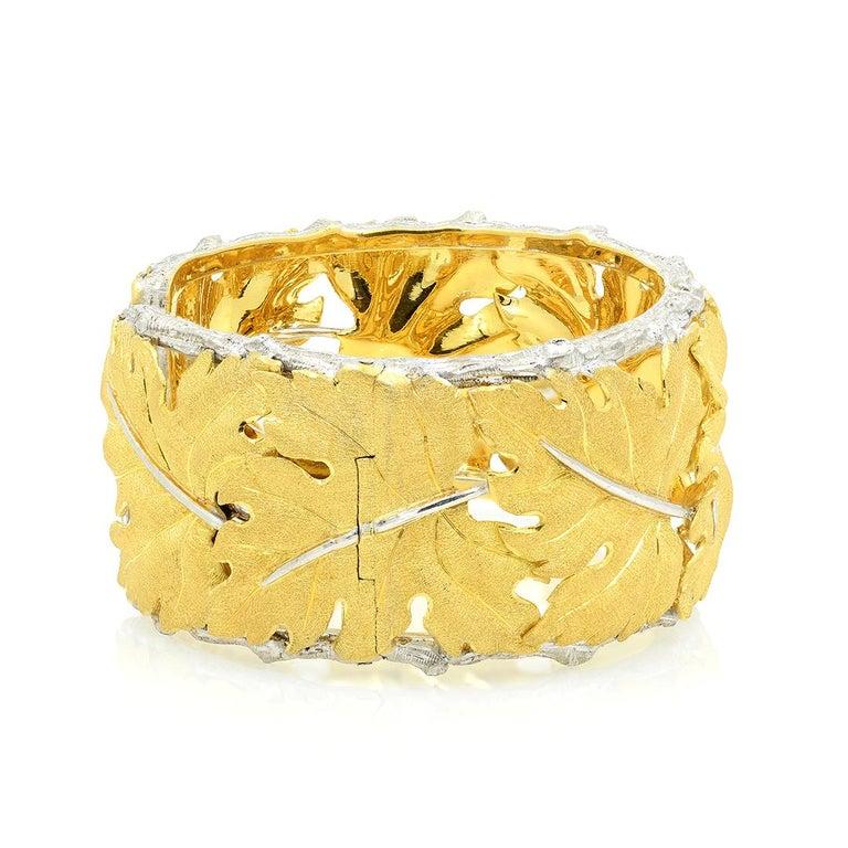 Buccellati 18k Gold Textured Leaf Cuff Bracelet For Sale 2