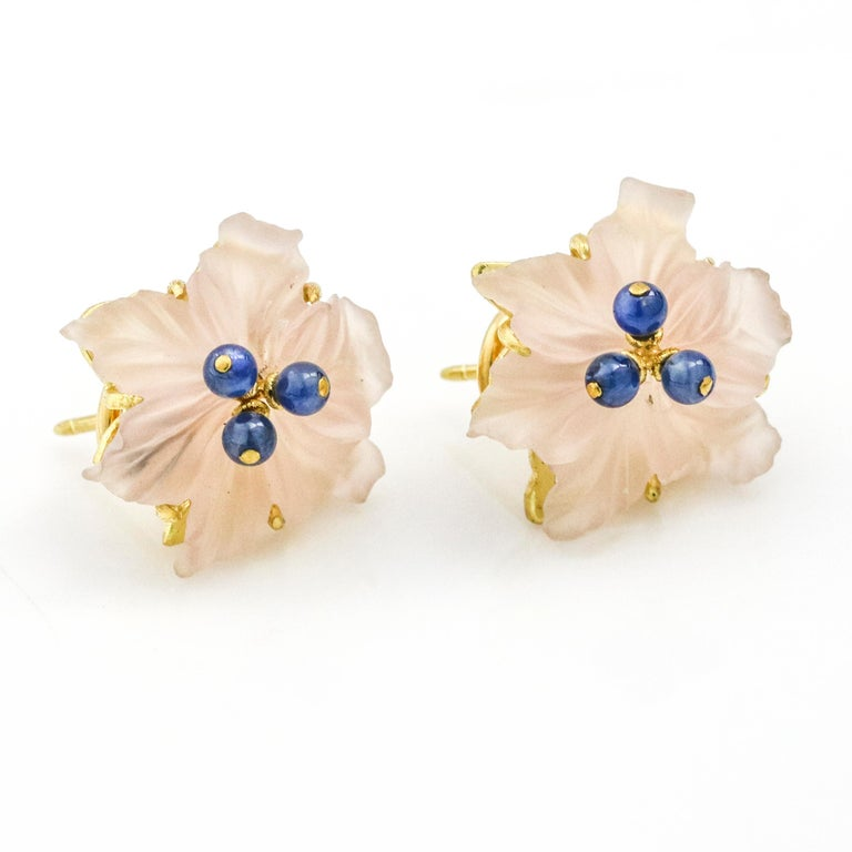 Buccellati 18 Karat Yellow Gold Carved Rose Quartz Sapphire Flower Stud Earrings In Good Condition For Sale In Fort Lauderdale, FL
