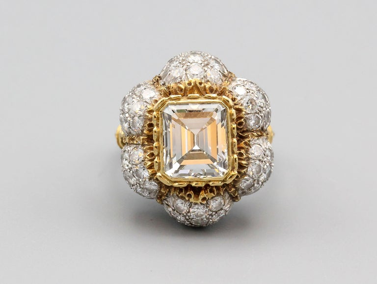 Very fine diamond and two-tone 18k gold ring by Federico Buccellati. It features a high grade emerald cut diamond center stone of approx. 3.0 cts in weight, approx. measurements 9mm length by 8mm width by 5mm depth; as well as high grade round