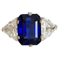Buccellati Burmese 5.57 Carat Sapphire and Triangle Diamonds Ring