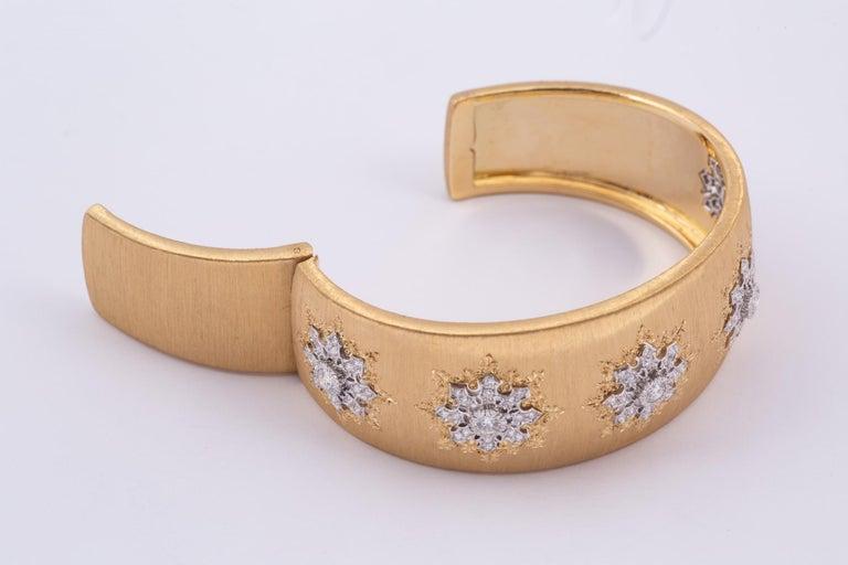 Buccellati Cuff with Diamonds in Gold In Good Condition For Sale In New Orleans, LA