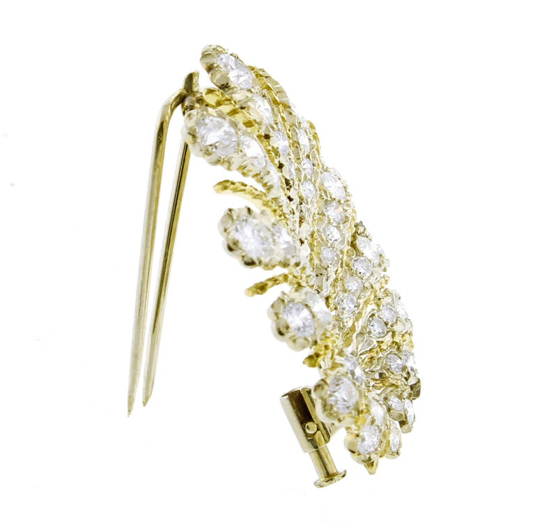Buccellati Diamond Leaf Brooch In Excellent Condition For Sale In Bethesda, MD