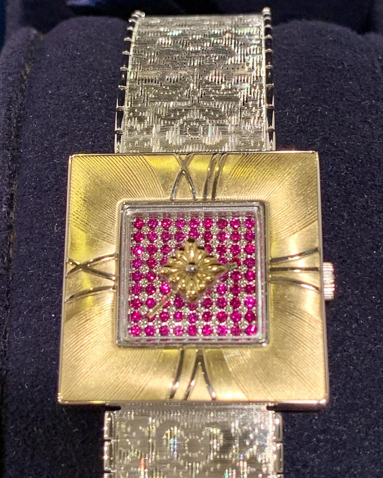 Exquisite, Italian-made Gianmaria Buccellati Milano Dal 1919 Agalma Damasco Agalmachron 2-tone 18 karat gold ladies watch with a ruby face, an engraved white gold bracelet and a hidden deployment clasp, yellow gold square case with 4 Roman numerals,