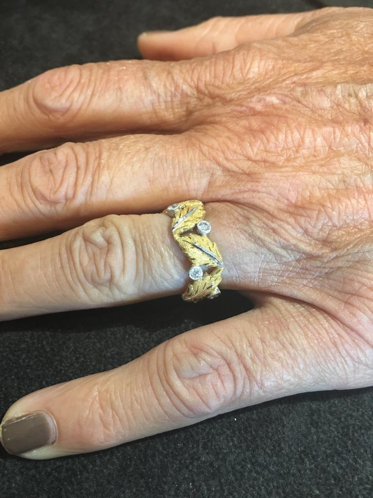 Buccellati Oak Leaves Shaped Yellow Gold and Small Diamonds Band Ring In Excellent Condition For Sale In Firenze, IT