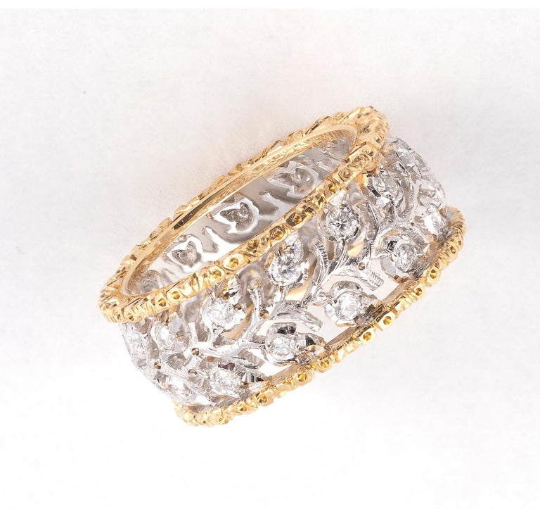 Textured white and yellow Gold with Diamonds cluster, size 6 , weight 6,10 gr.