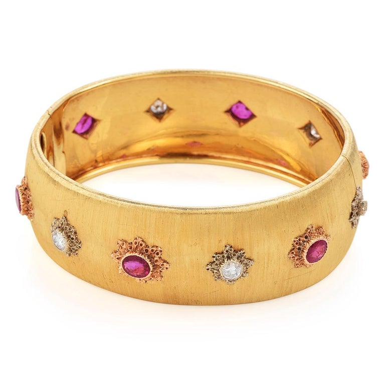 Retro Buccellati Vintage Ruby Diamond 18k Gold Rigato Finish Cuff Bracelet For Sale