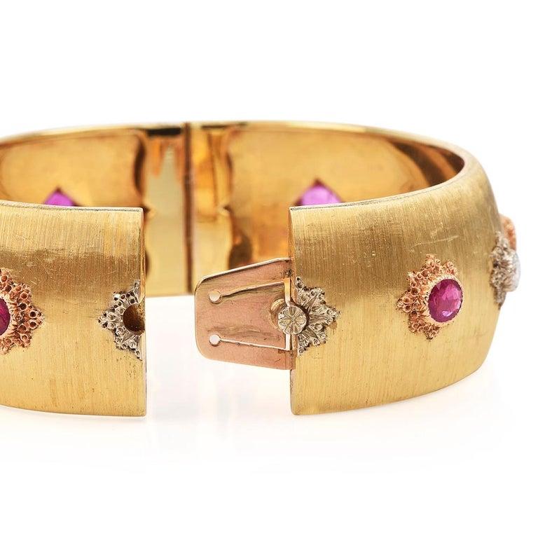 Round Cut Buccellati Vintage Ruby Diamond 18k Gold Rigato Finish Cuff Bracelet For Sale
