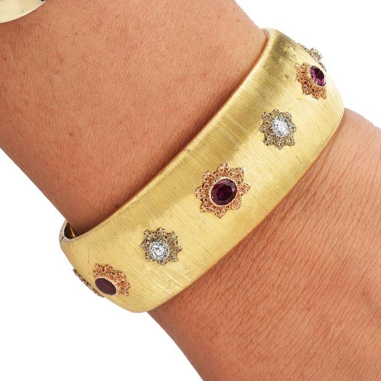 Buccellati Vintage Ruby Diamond 18k Gold Rigato Finish Cuff Bracelet In Excellent Condition For Sale In Miami, FL