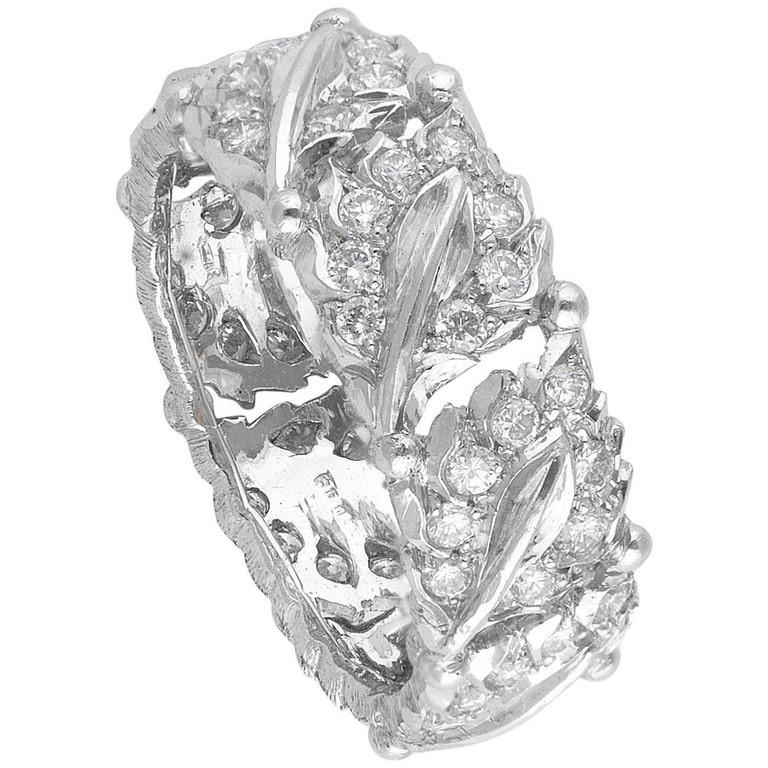 BERNARDO ANTICHITÀ PONTE VECCHIO FLORENCE Textured and leave shaped white Gold band paved with small Diamond studs, size 7, weight 5,8 gr.