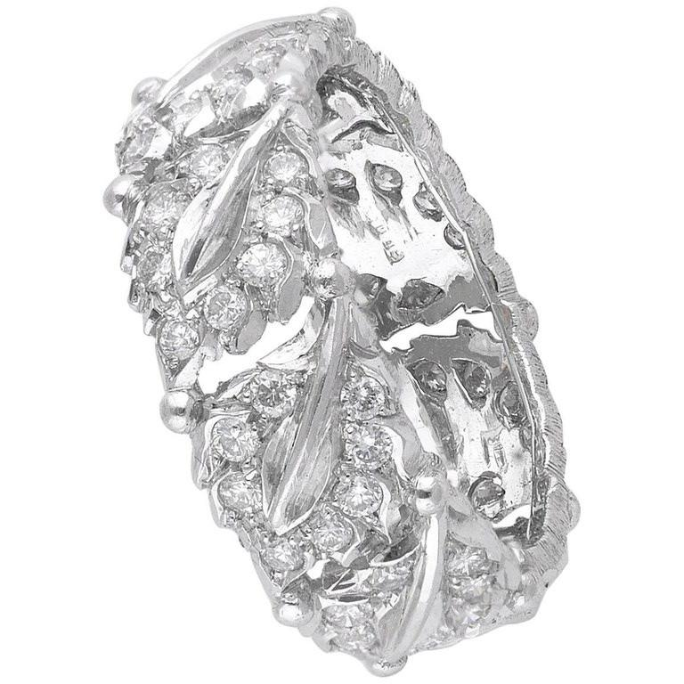Contemporary Buccellati White Gold and Cluster Diamonds Band Ring For Sale