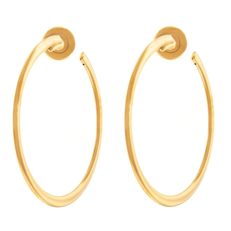 Bucherer Gold Hoop Earrings In Excellent Condition For Sale In Litchfield, CT