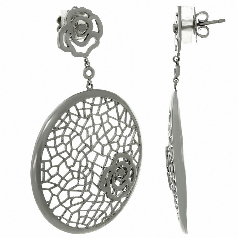 These elegant chic Bucherer drop earrings feature a floral openwork design crafted in 18k white gold. Made in France circa 2010s. Measurements: 1.57
