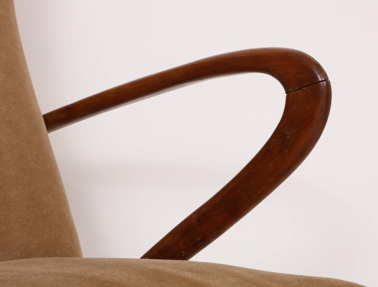 Buffa Style Italian Midcentury Settee with Camel Mohair Fabric, Italy, 1950s In Good Condition For Sale In New York, NY