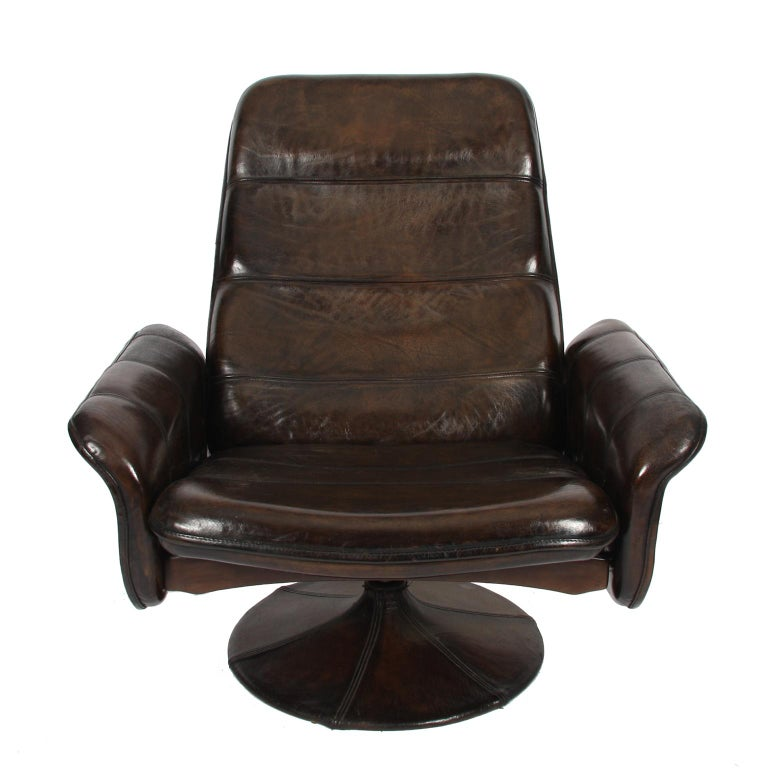 Late 20th Century Buffalo Leather Lounge Chair with Ottoman by De Sede For Sale